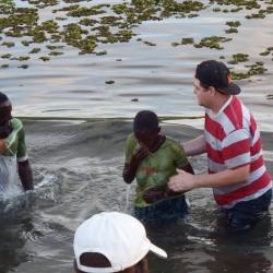 Passamos pregando e batizando em vários lugares