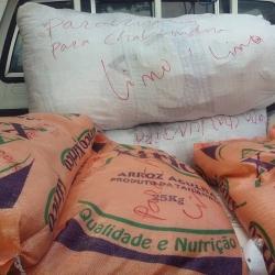 Compra de alimentos para as crianças de Chavundira, Tete